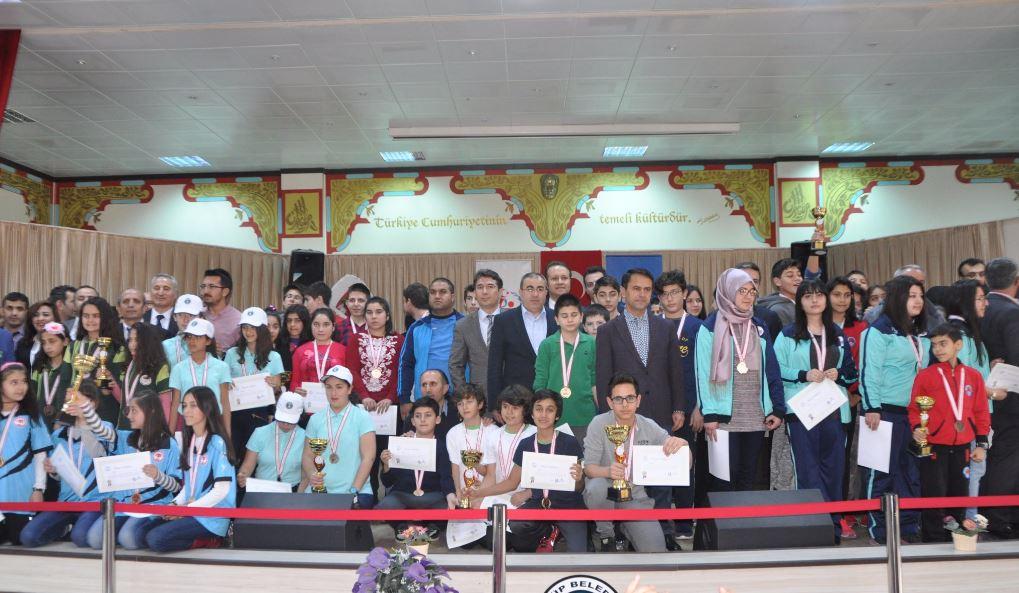 Okul sporları satranç müsabakaları ödül töreni