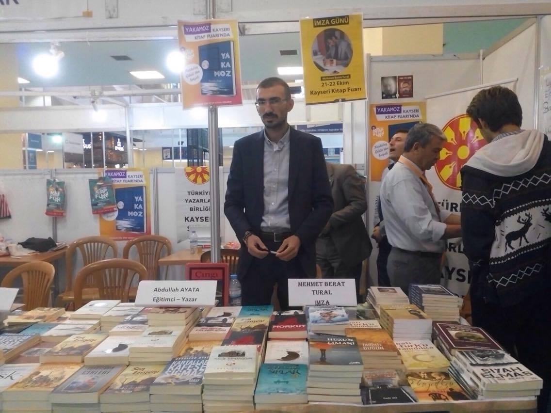 Ürgüplü Yazar Kayseri Kitap Fuarında İmza günü