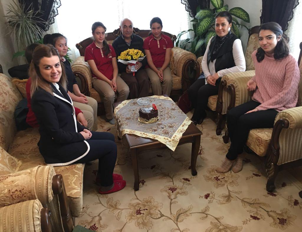 Mehmet Diker Ortaokulu Öğretmenlerini unutmadı