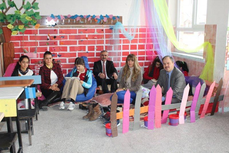 Özdemir'den Mehmet Diker Orta Okuluna Ziyaret