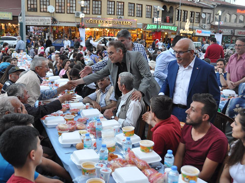Ürgüp'te 1.600 kişi meydan iftarında bir araya geldi