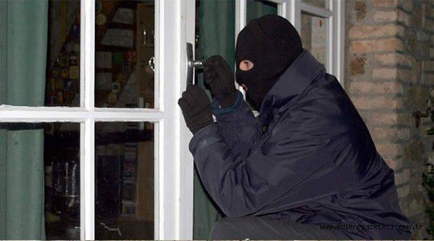 Ürgüp'te 4 Ayrı Evden Hırsızlık Yapan Zanlı Yakalandı
