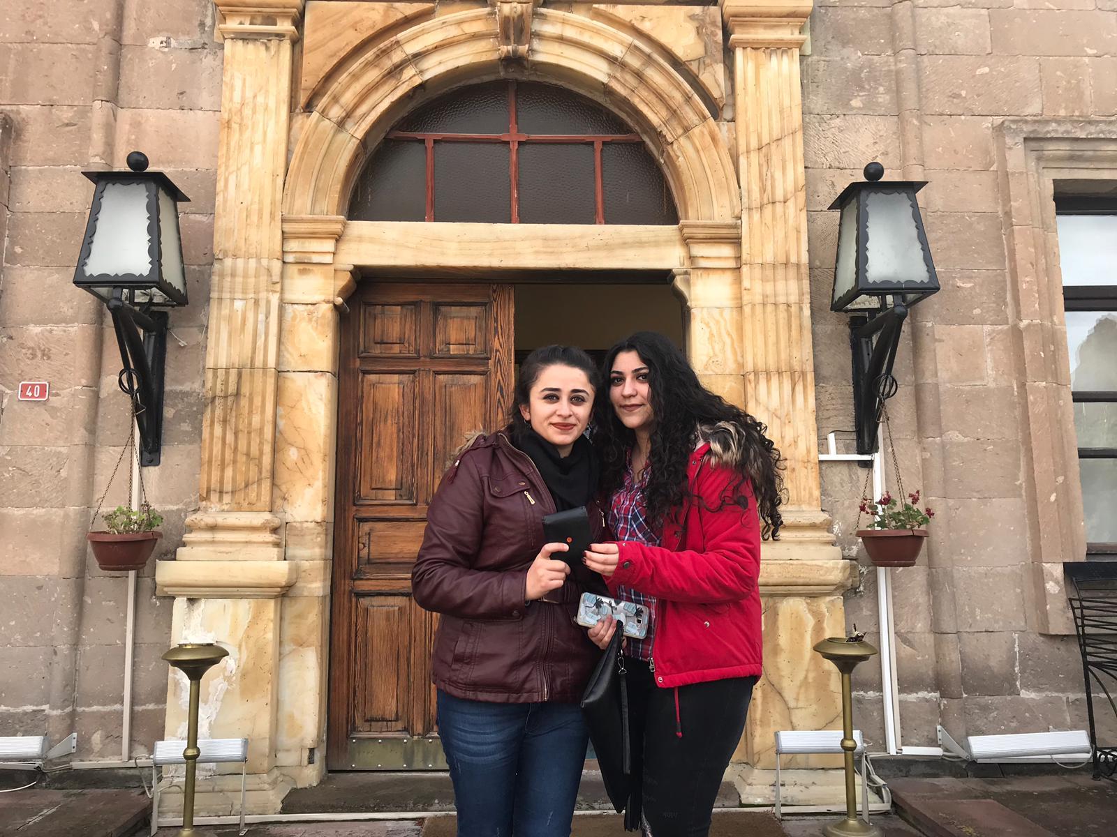 Üniversite Öğrencileri bulduğu cüzdanı belediyeye teslim etti
