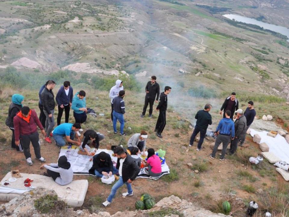 Üniversite Öğrencileri Goligoli Dağında Kamp Kurdu