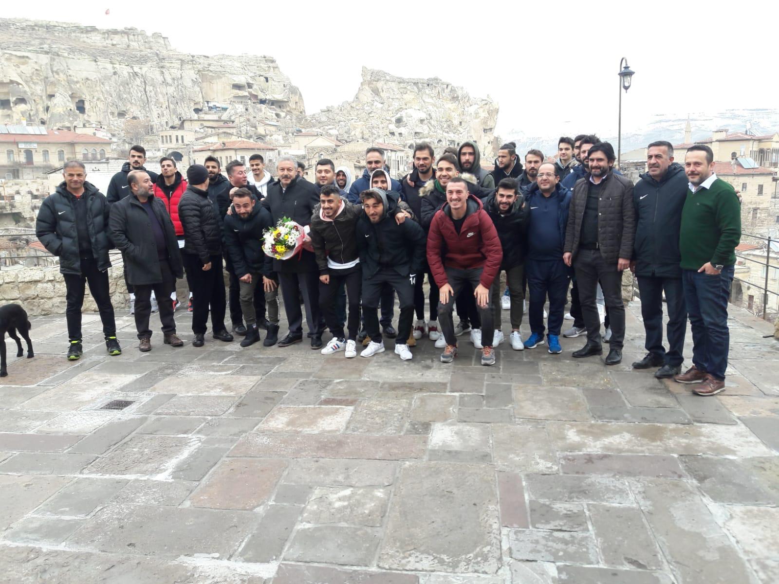 Nevşehir Belediyespor Futbolcuları Ürgüp'te Kahvaltı Yaptı