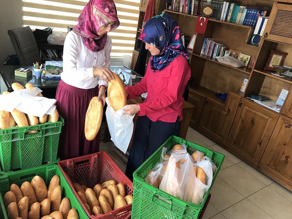 Ürgüp'te günlük 200 ekmek ihtiyaç sahiplerine ulaşıyor