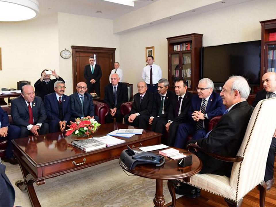 CHP İlçe Başkanı Ali Alper Kılıçdaroğlu ile görüştü
