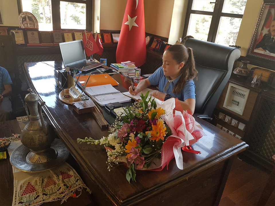 Başkan Yıldız temsili olarak koltuğu devretti