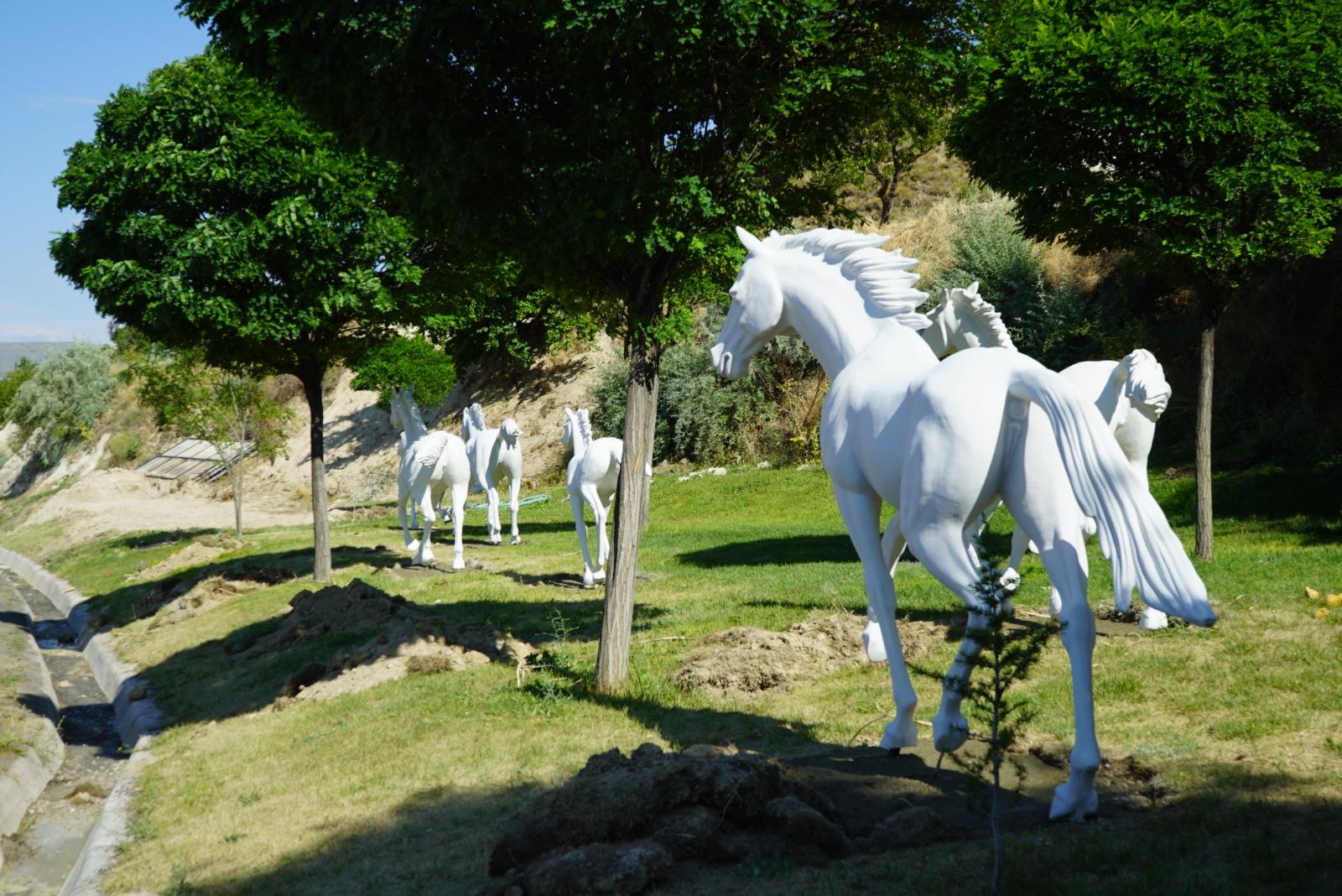 Ürgüp'e doğru koşan maket atlar büyük beğeni topladı