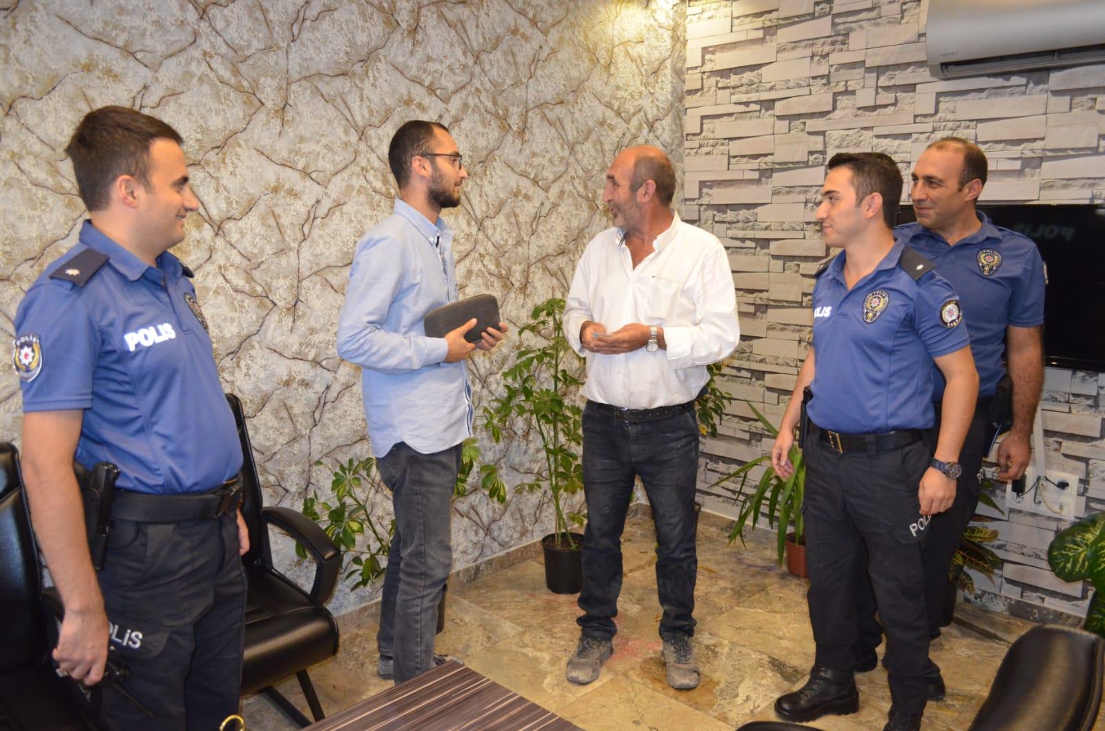 Azeri Turist Cüzdanını Bulan Şoföre 500 TL Ödül Verdi