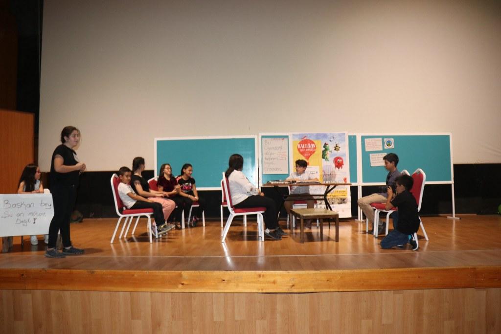 Tiyatro kursunu tamamlayan çocuklar gösterileriyle tam not aldı
