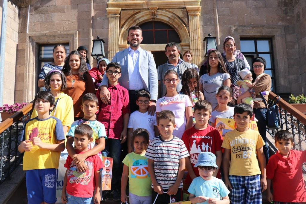 Başkan Aktürk'ten Çocuklara Bayramlık Alışveriş