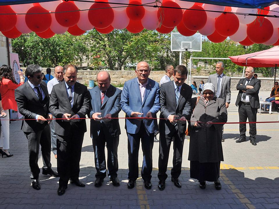 Atatürk Ortaokulunda TÜBİTAK Bilim Fuarı Açıldı