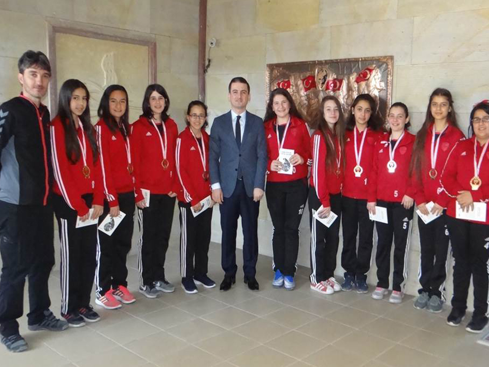 Şampiyon Futsal Sporculardan Kaymakama Ziyaret